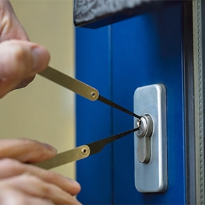 What are emergency locksmith services- Door N Key Locksmith